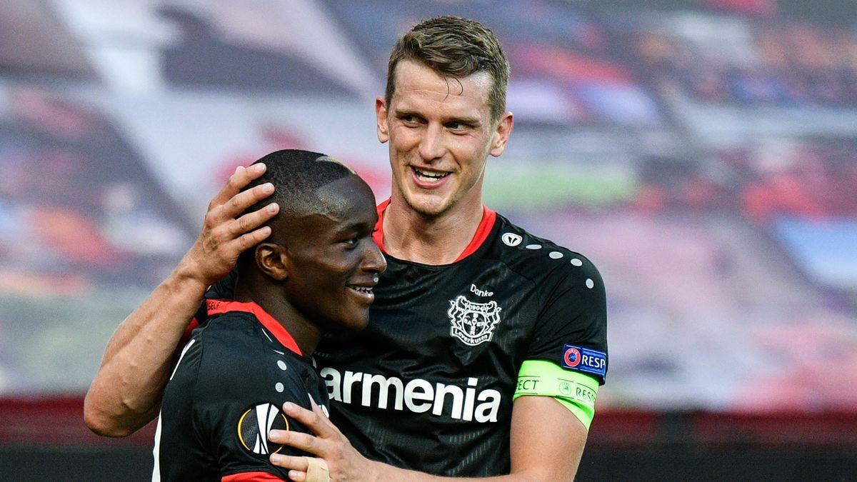 Leverkusener Spieler nach dem 1:0 gegen Glasgow