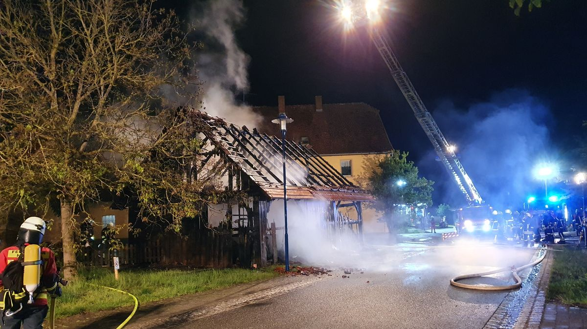 Scheune in Geslau brennt komplett aus – 30.000 Euro Sachschaden