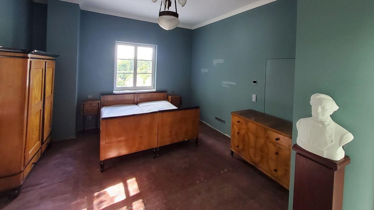 Original eingerichtet: Das ehemalige Schlafzimmer von Richard Wagner im Hotel Fantaisie in Eckersdorf.