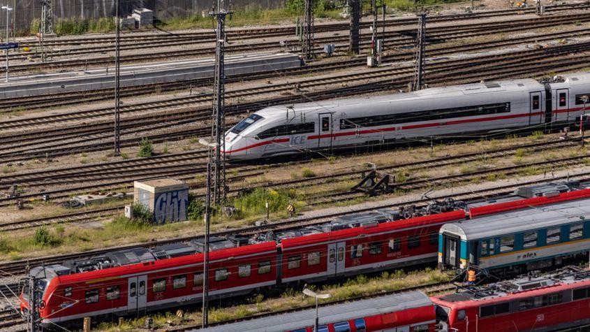 Verschiedene Züge (Symbolbild)