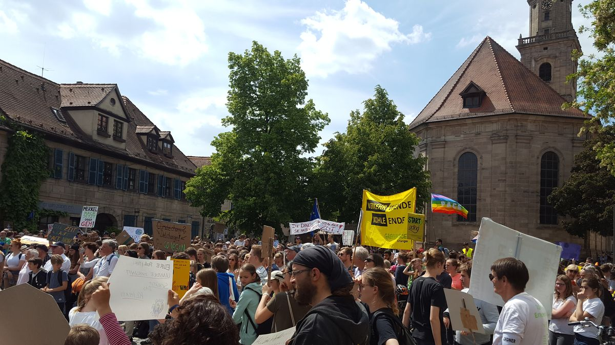 Personen der Fridays for Future-Bewegung in Erlangen 2019