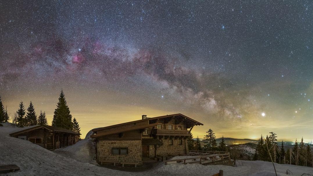 Milchstraße mit Jupiter an einem Wintermorgen im vergangenen Winter