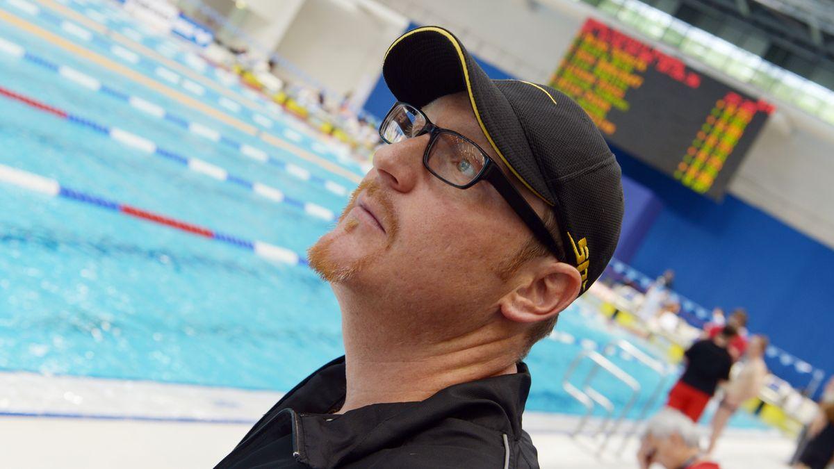 Stefan Lurz in der Schwimmhalle