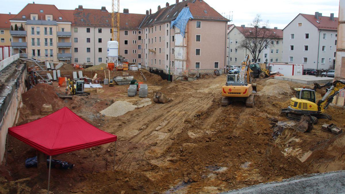 Auf diesem Baugelände im Stadtteil Kumpfmühl ist die Bombe gefunden worden.