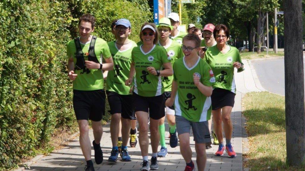 Die integrative Laufgruppe vom LLC Marathon Regensburg beim Training für die Special Olympics Bayern.