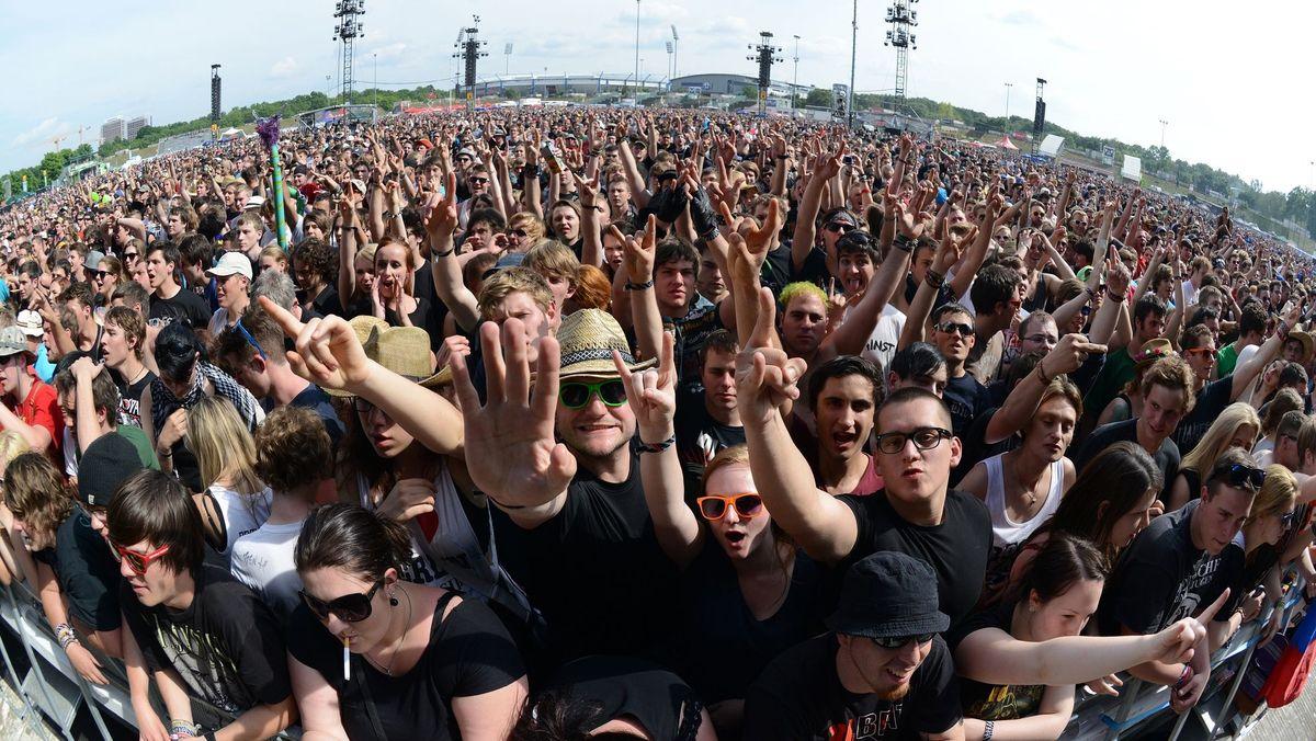 Fans feiern bei Rock im Park (Archivbild)