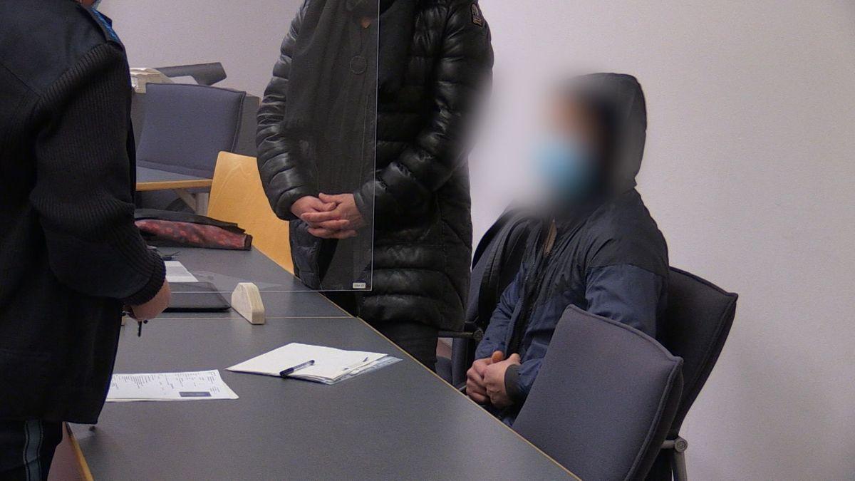 Der Angeklagte hat zu Prozessauftakt gestanden, dass er an dem Überfall auf ein Juweliergeschäft in der Regensburger Innenstadt beteiligt war.