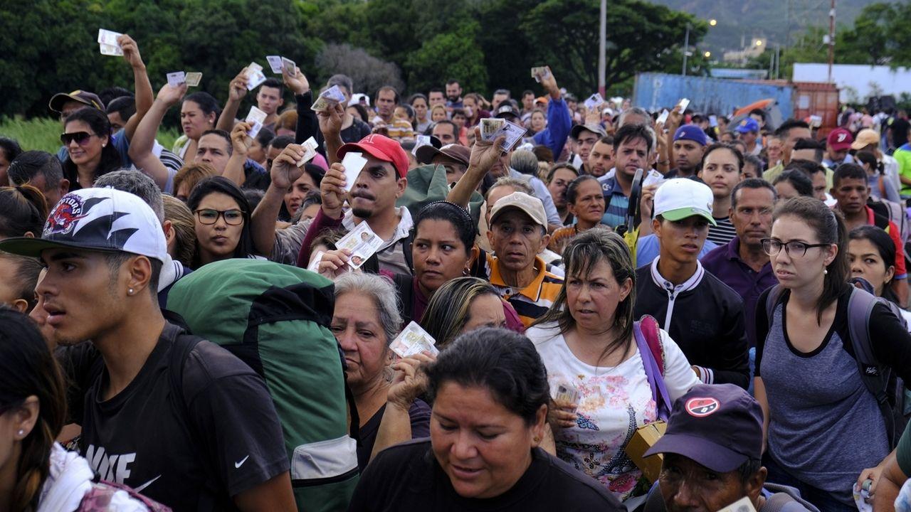 Menschen fliehen aus Venezuela