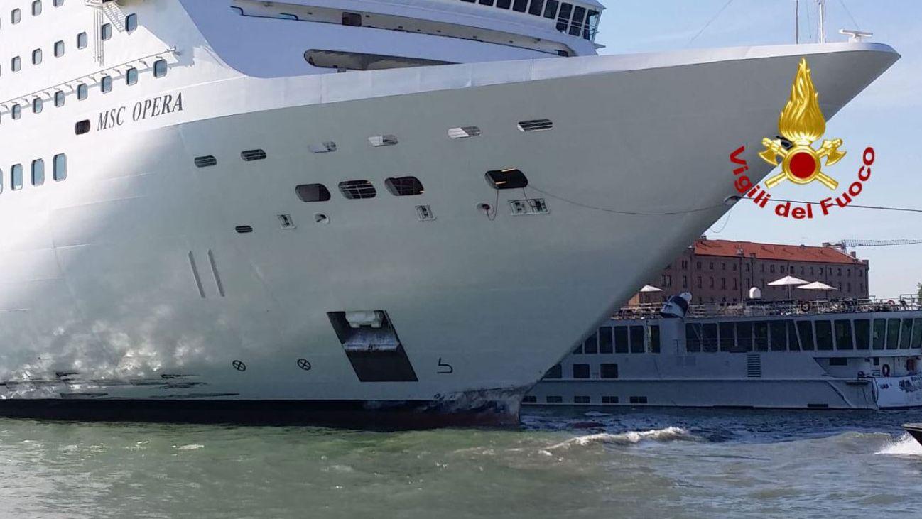 Das havarierte Kreuzfahrtschiff MSC Opera in Venedig