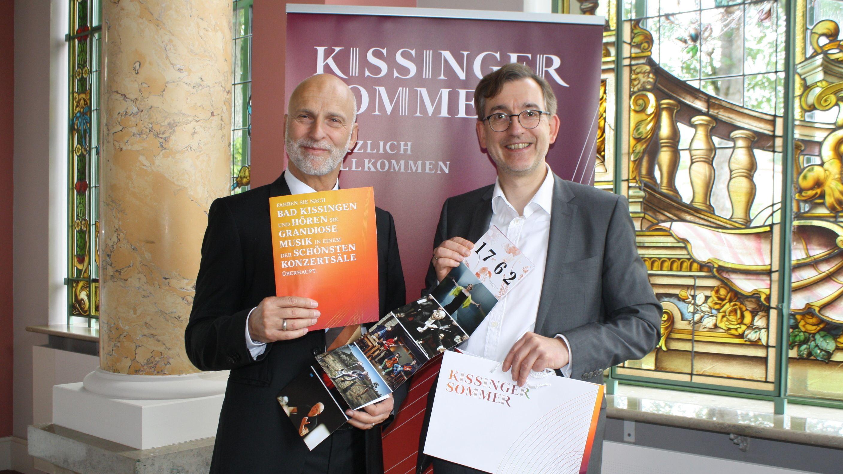 Oberbürgermeister Kay Blankenburg und Intendant Tilman Schlömp präsentieren das diesjährige Programm des Kissinger Sommers.