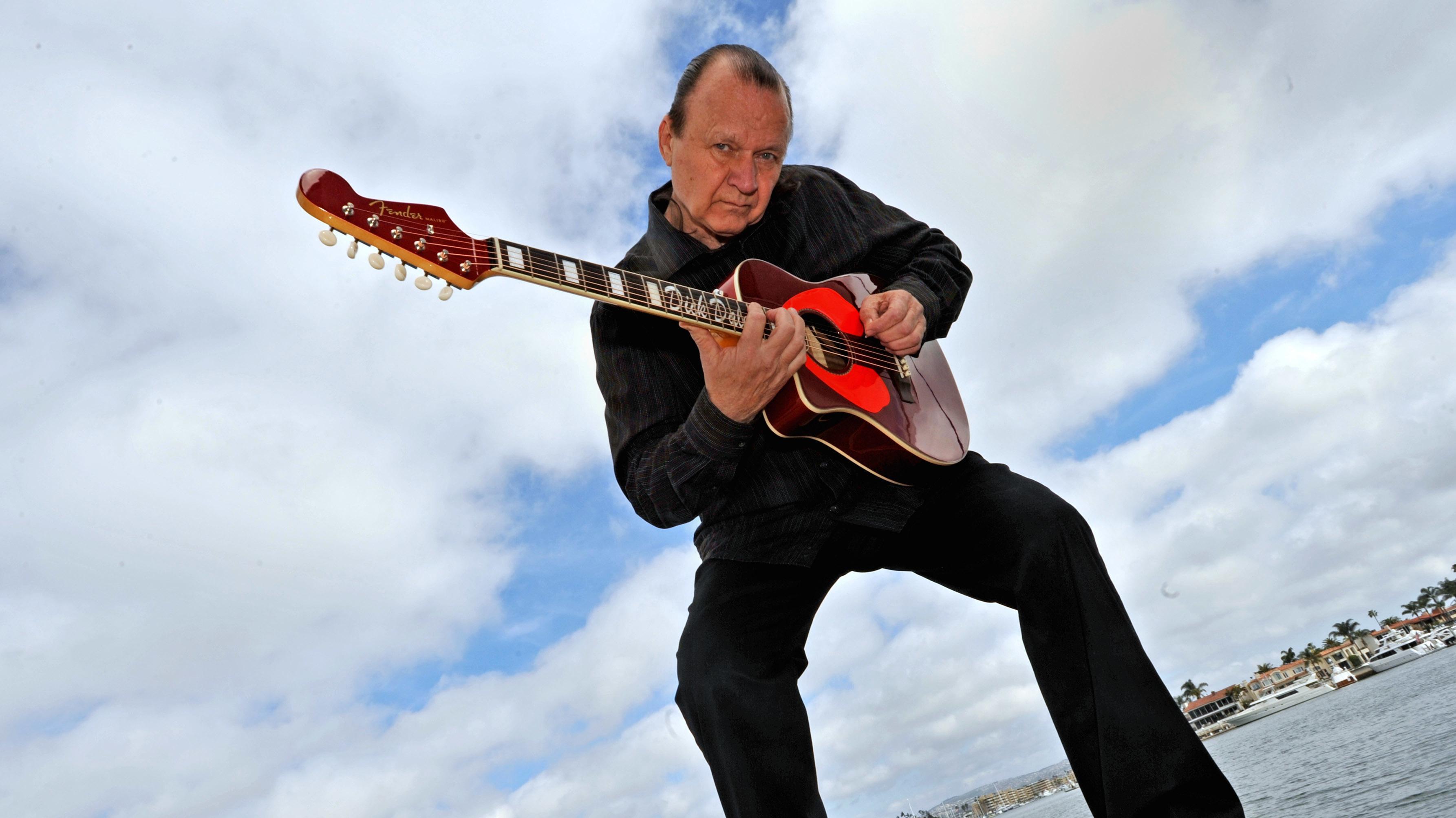 Der Gitarrist Dick Dale (Archivaufnahme von 2009)