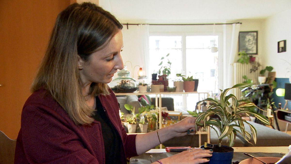 Karin Radesch in ihrer Wohnung in München.