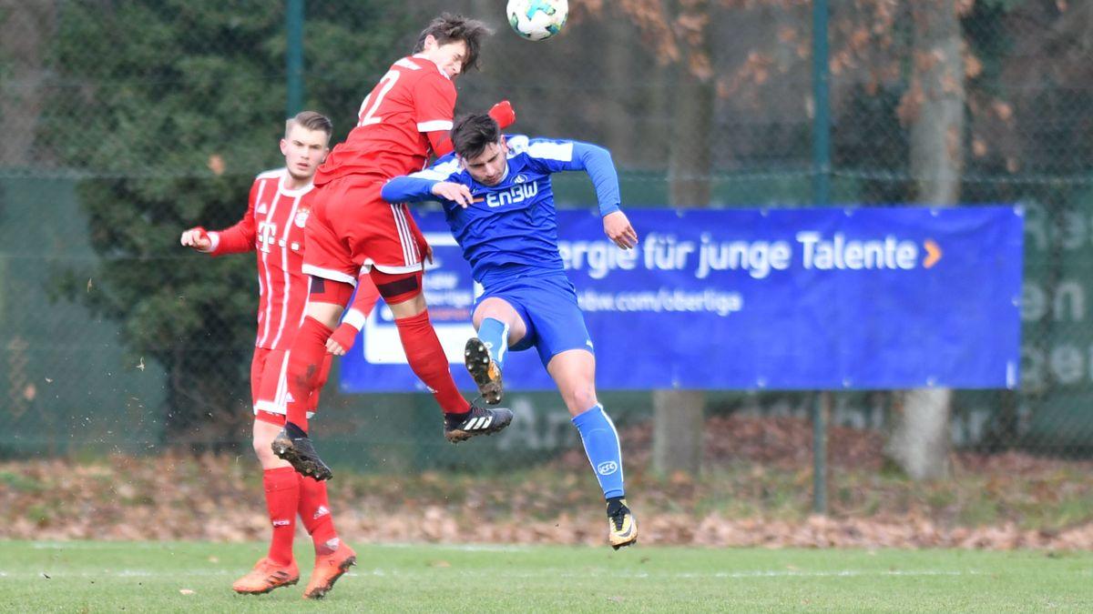 Jugendkicker von KFC und FC Bayern (Archivbild)