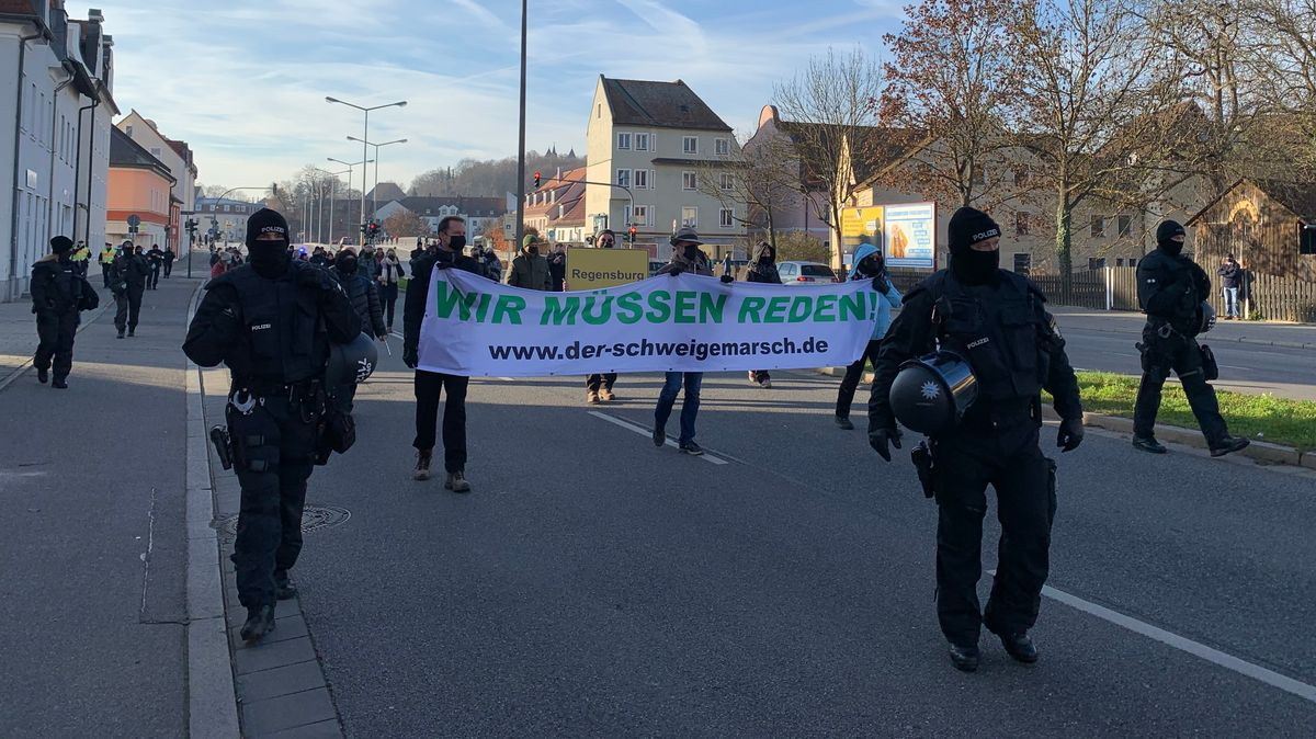 """Schweigemarsch"" in Regensburg"