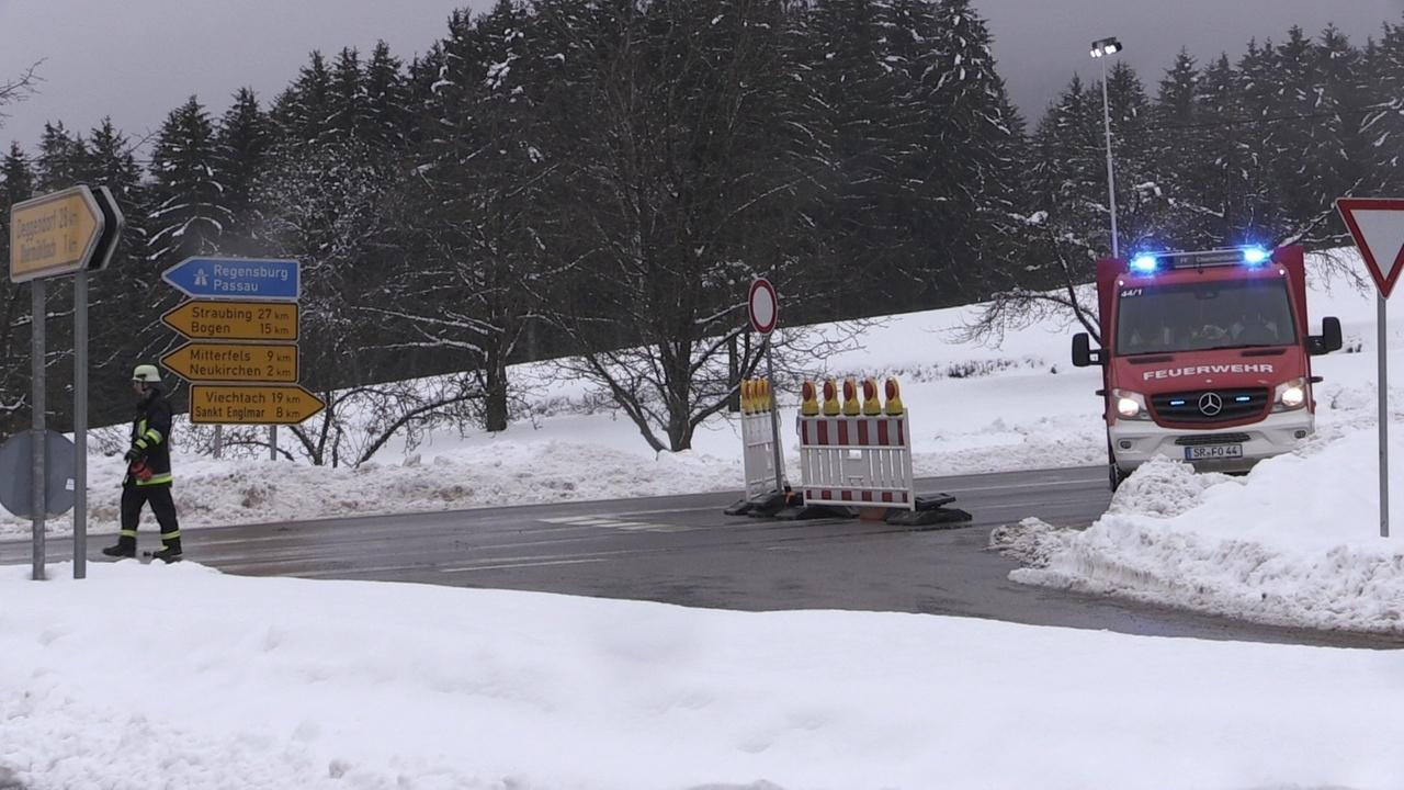 Straßensperre in St. Englmar wegen Schneebruch