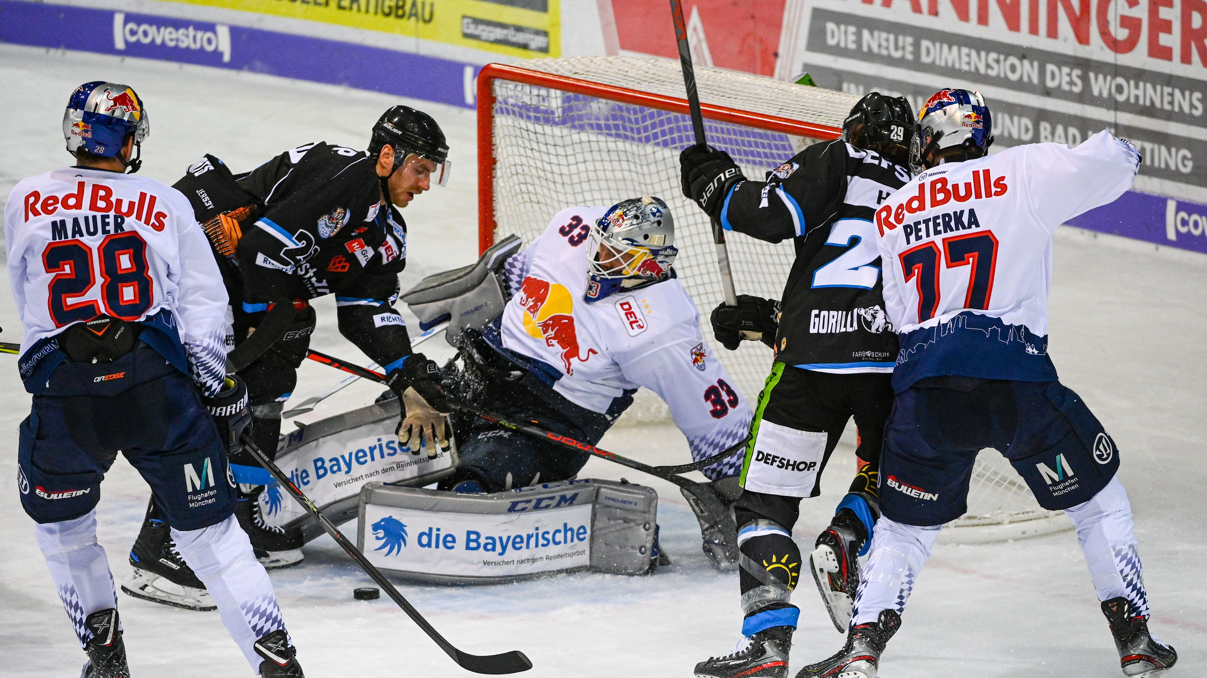 Spielszene Straubing Tigers - EHC München