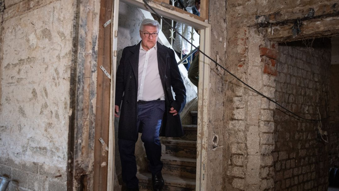 Bundespräsident Frank-Walter Steinmeier bei seinem Besuch im Ahrtal