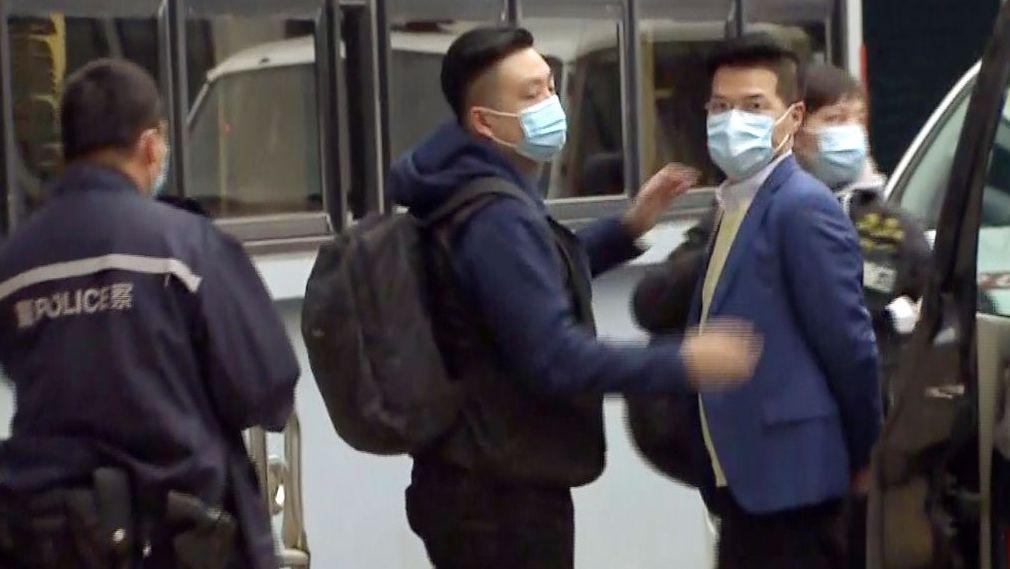 Rund 50 prodemokratische Aktivisten und frühere Abgeordnete sind in Hongkong wegen angeblicher Verstöße gegen das neue Sicherheitsgesetz festgenommen worden.
