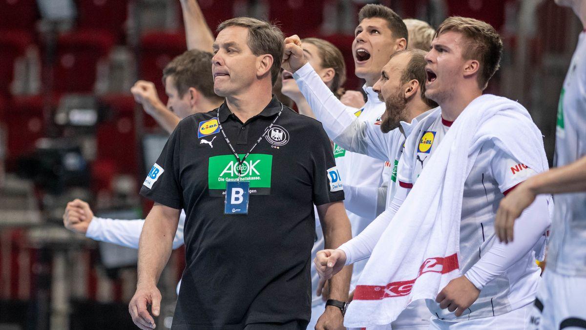 Trainer Alfred Gislason und das DHB-Team