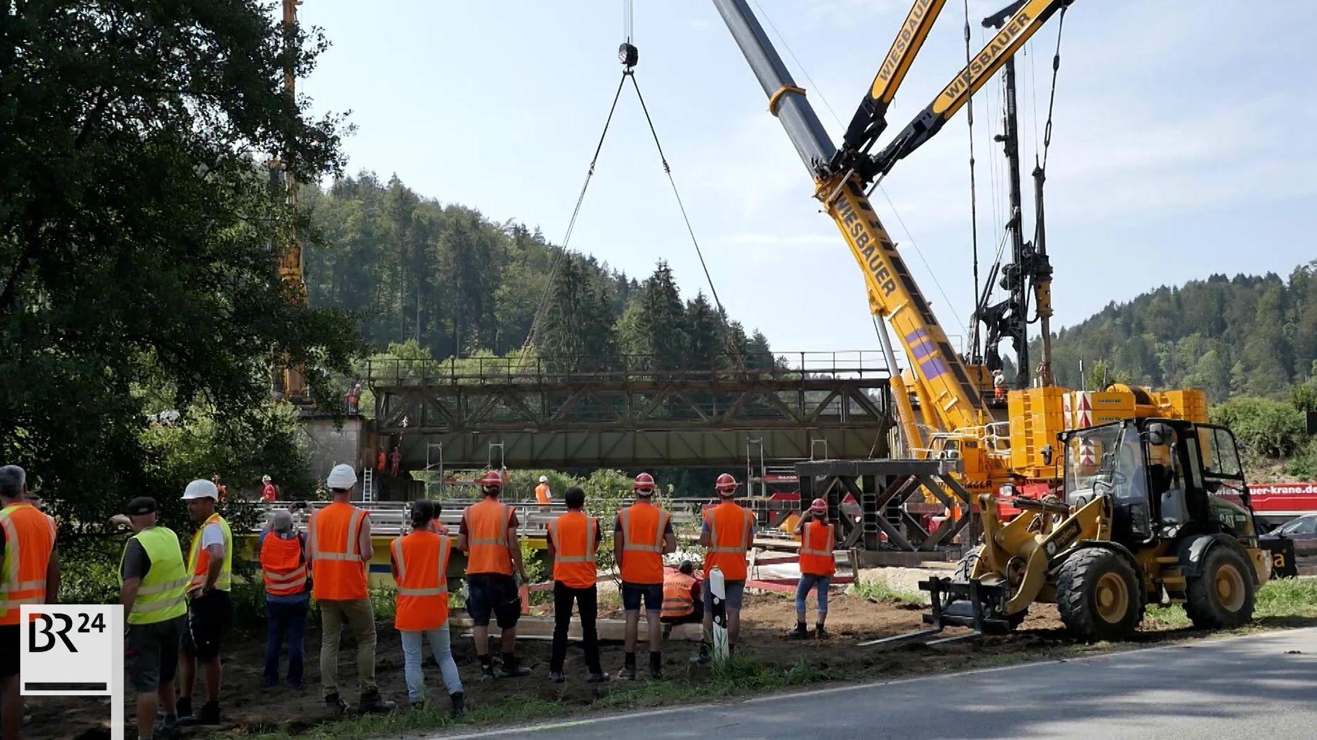 Eisenbahnbrücke abgehoben