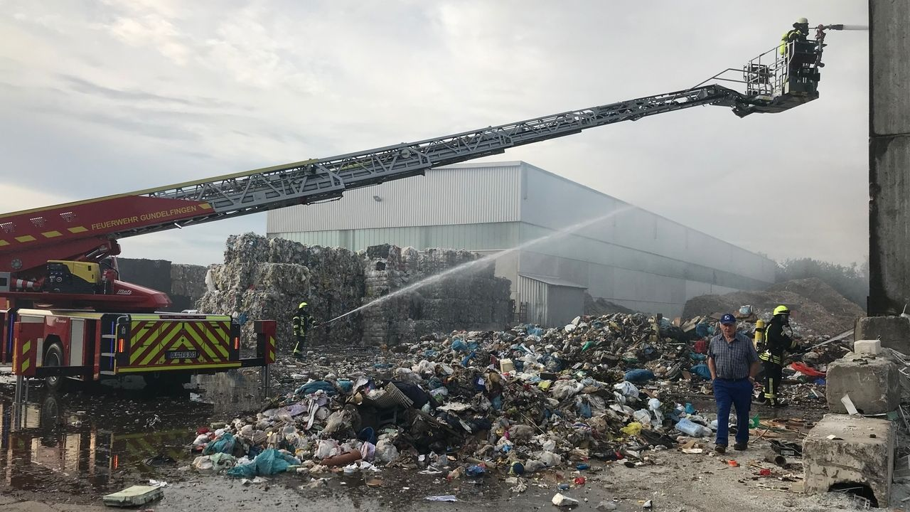 Brand bei Recyclingfirma in Bächingen