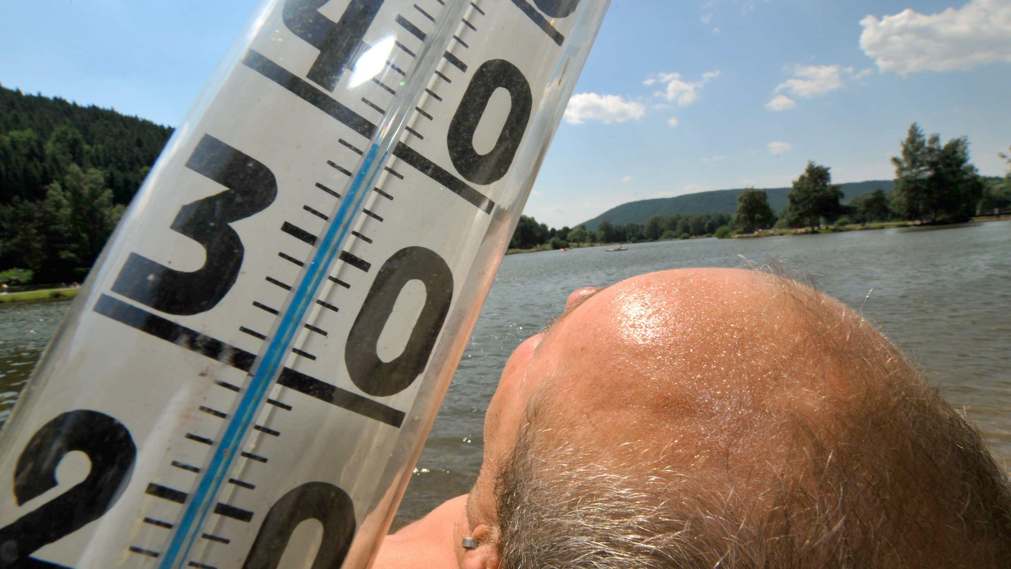 Thermometer zeigt Temperatur von 40 Grad