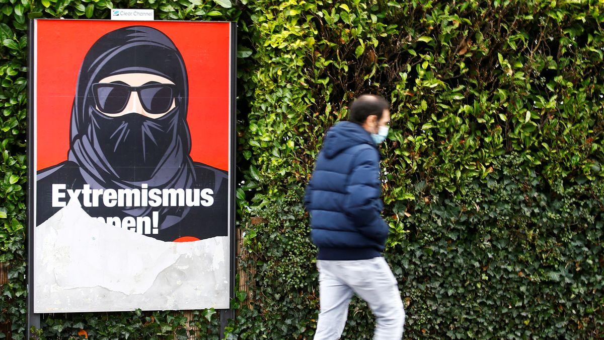 """Plakat der Initiative """"Ja zum Verhüllungsverbot"""" mit der Aufschrift """"Extremismus stoppen""""."""