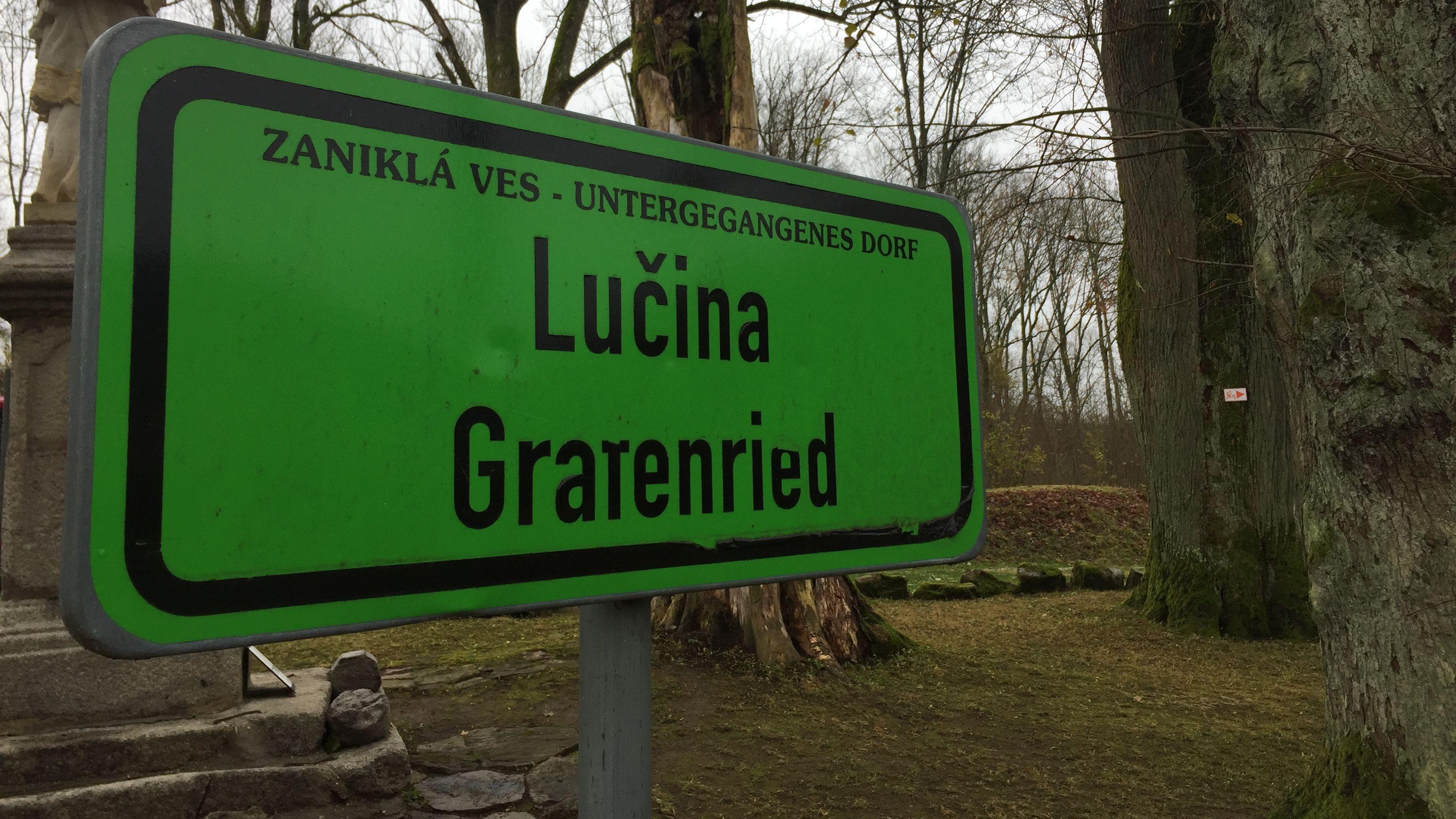 """Ein Schild weist auf das """"untergegangene Dorf"""" Grafenried hin."""