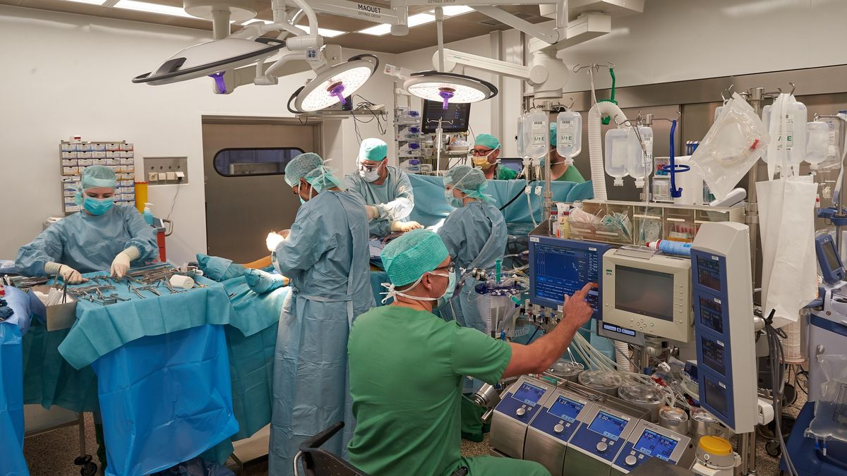Um Personal freizuhalten und die Intensivstationen nicht zusätzlich zu belasten, verschieben Kliniken immer wieder Operationen.