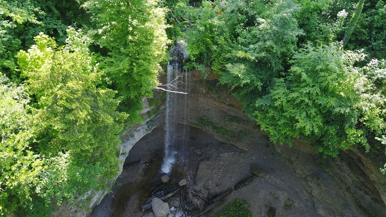 Wasserfall in der Pähler Schlucht im Lkr. Weilheim-Schongau: Felsbrocken und Schuttmasse sind heruntergefallen und haben einen Buben getroffen.