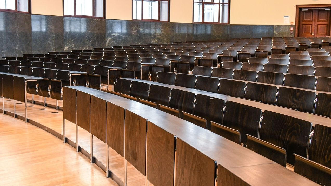 Ein leerer Hörsaal