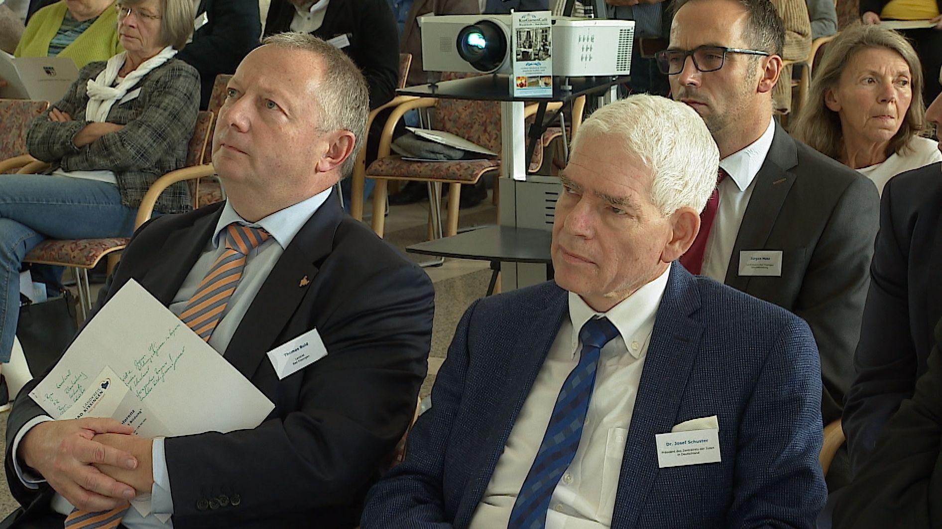Josef Schuster (vorne rechts) auf der 3. Bildungskonferenz des Landkreises Bad Kissingen in Bad Bocklet