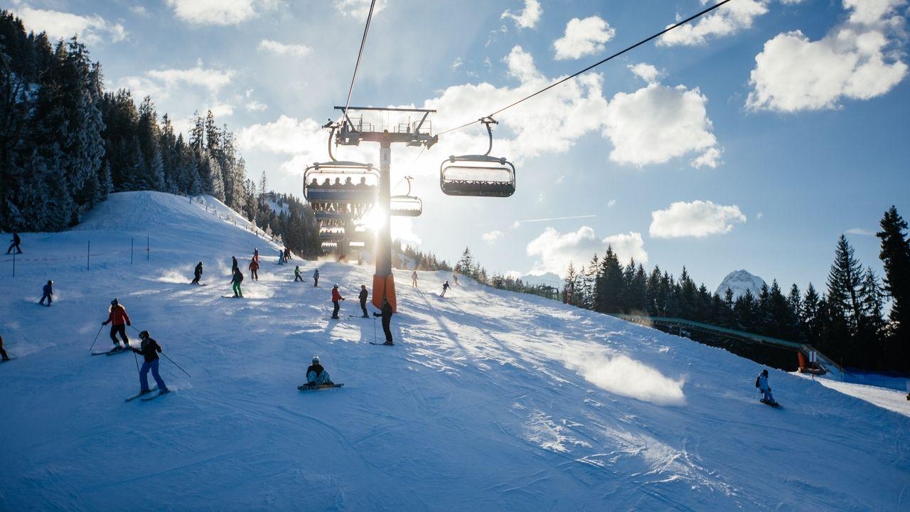 Ein Sessellift im Skigebiet Garmisch-Classic (Symbolbild)