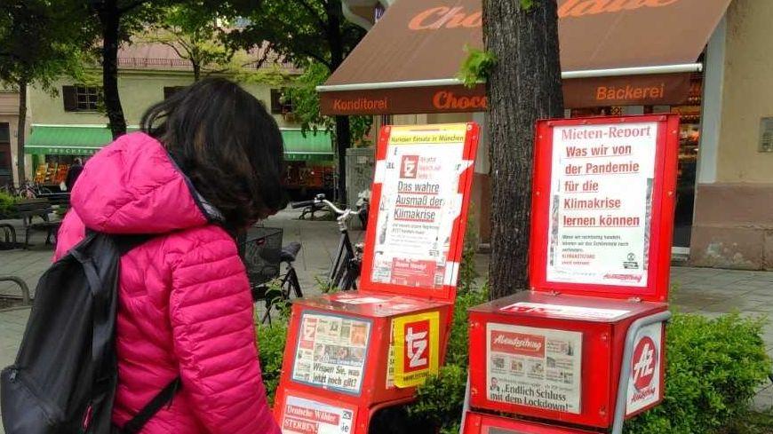 Auch Zeitungskästen hatten sich die Klima-Aktivisten vorgenommen bei ihrer Aktion.