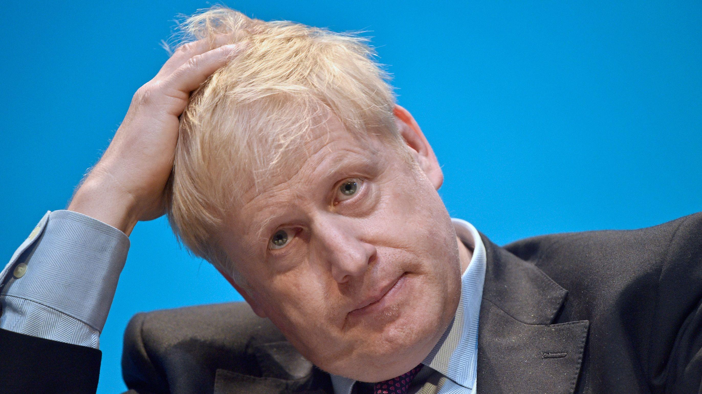 Boris Johnson rauft sich die Haare.
