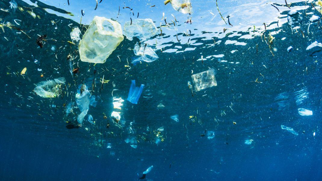 Plastikmüll im indonesischen Meer.