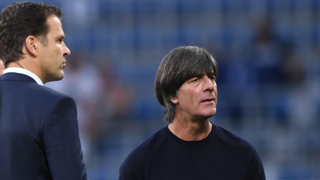 Bundestrainer Joachim Löw und Nationalmannschafts-Manager Oliver Bierhoff