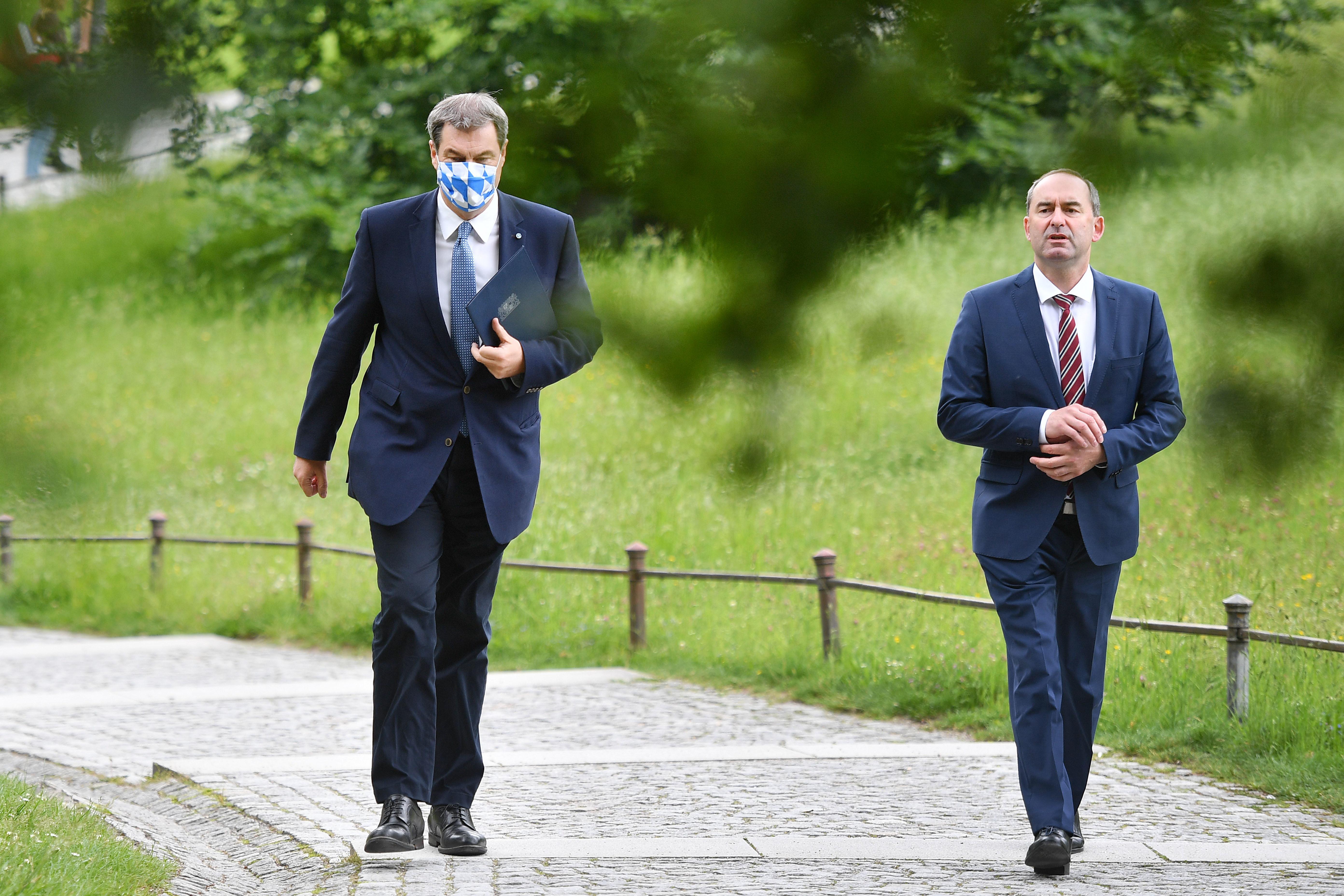 Bayerns Ministerpräsident Markus Söder (CSU), zusammen mit Wirtschatfsminister Hubert Aiwanger (Freie Wähler).