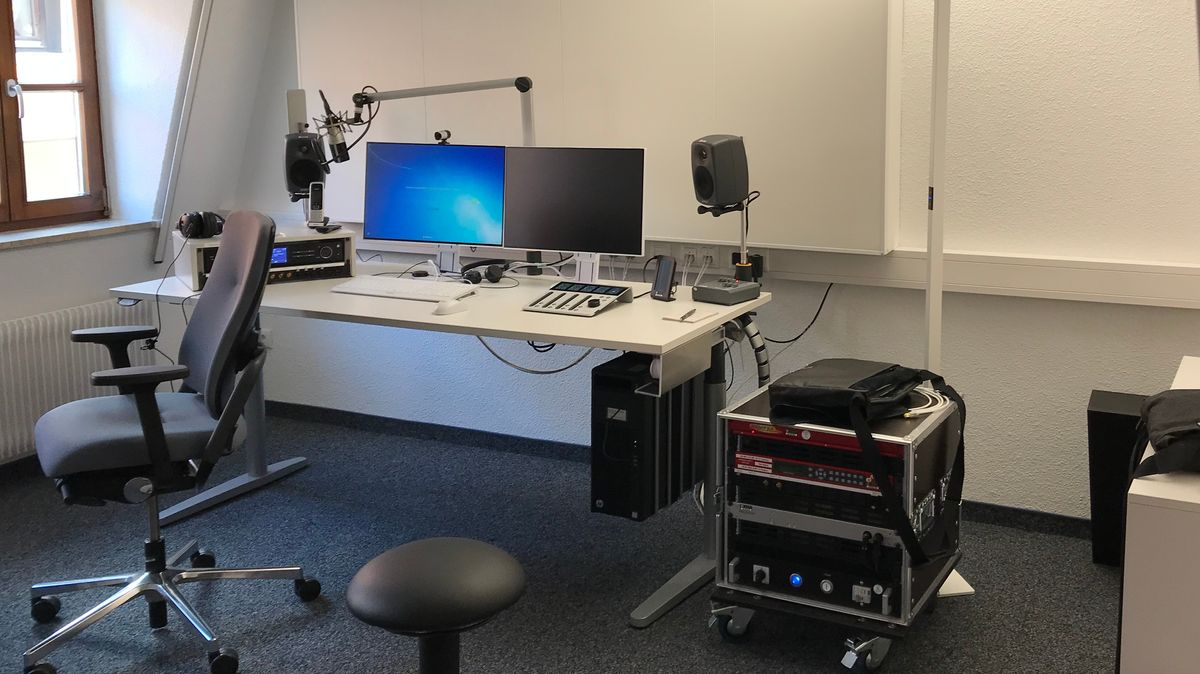In den Räumen entstehen tagesaktuelle Beiträge und Redaktionelles für BR24, für die BR-Hörfunkwellen sowie für das BR-Fernsehen oder die ARD.