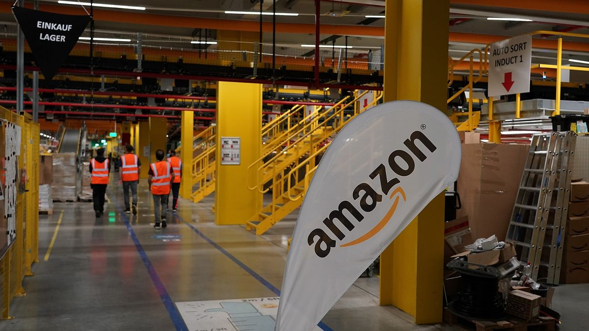 Das Amazon-Logistikzentrum in Frankenthal. Der Internet-Riese soll nach Willen der CSU in Zukunft gezwungen werden, Steuern zu zahlen