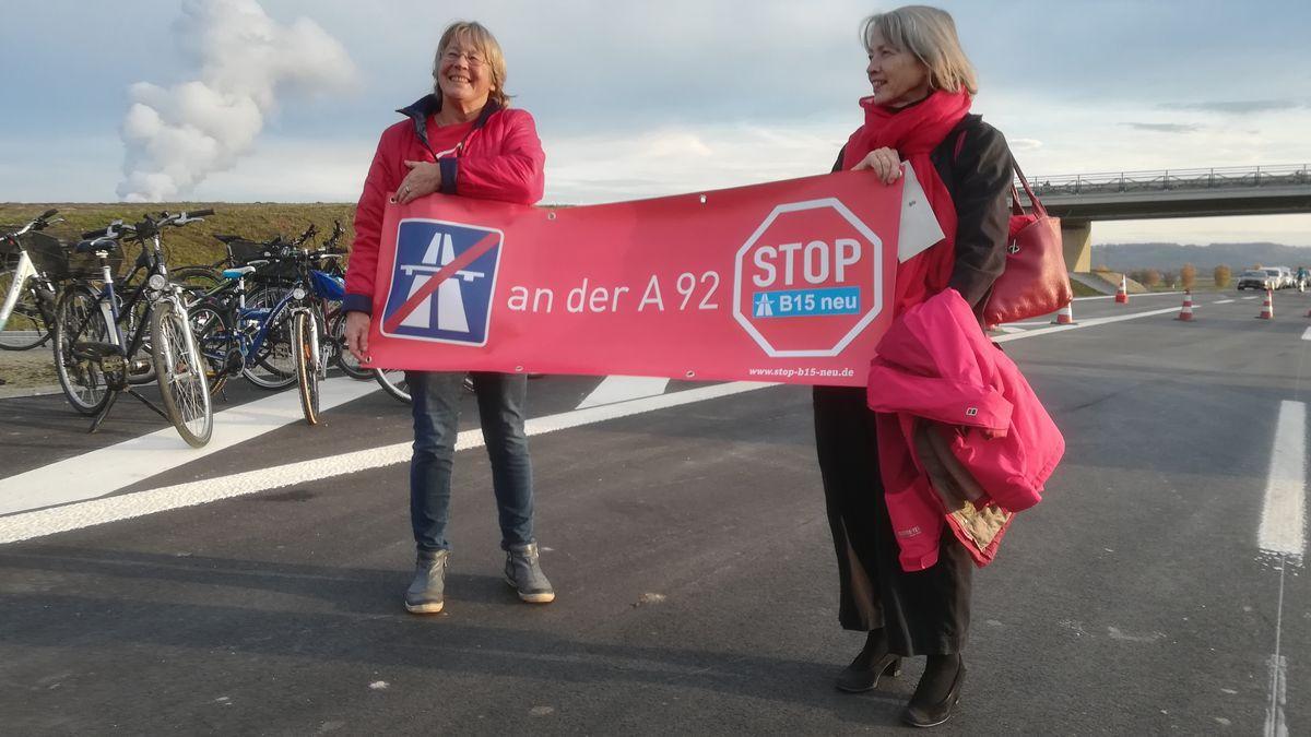 Naturschützer protestieren 2019 nahe Landshut gegen den geplanten Weiterbau der B15neu.