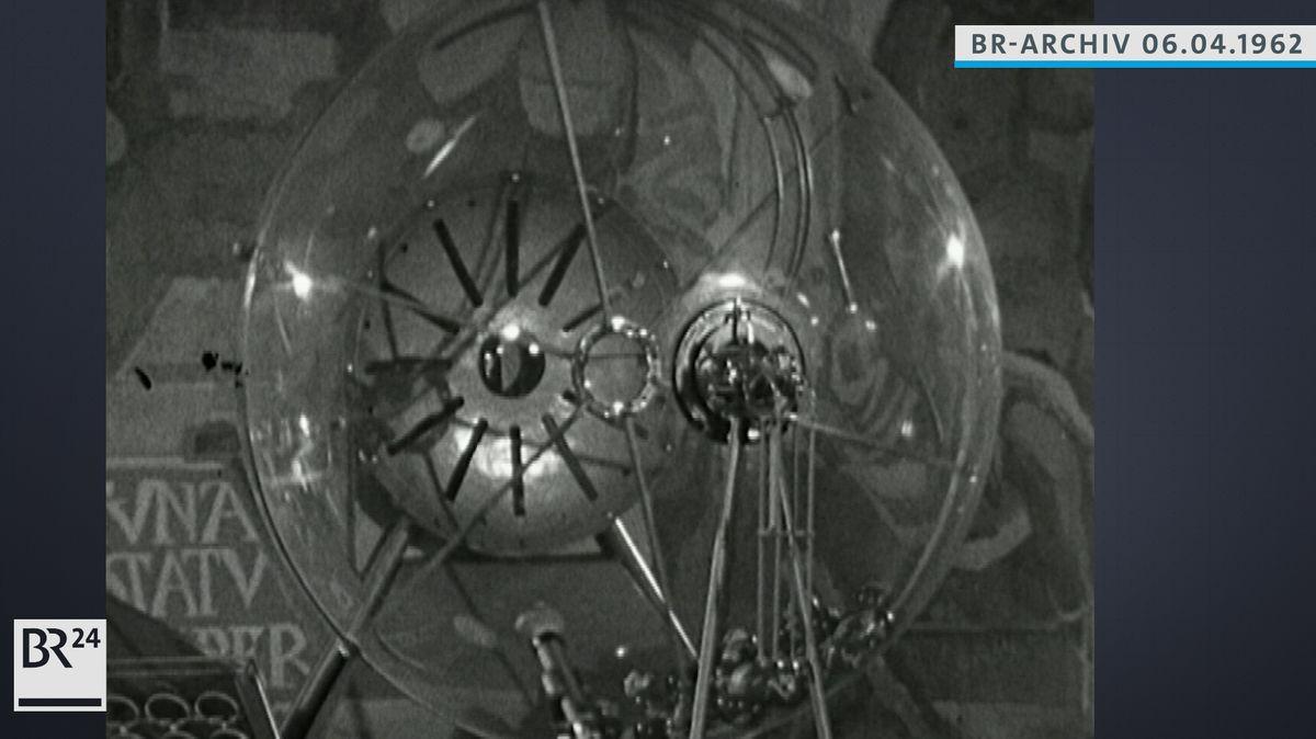 Glaskugel, in der die Glückszahlen gemischt werden