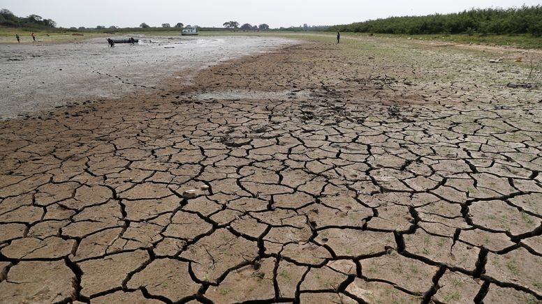 Laut Weltwetterorganisation (WMO) war 2020 eines der drei wärmsten je registrierten Jahre. Viele Flüsse vertrockneten. Im Bild: der Río Paraguay | Bild:dpa/picture-alliance/ASSOCIATED PRESS/Jorge Saenz