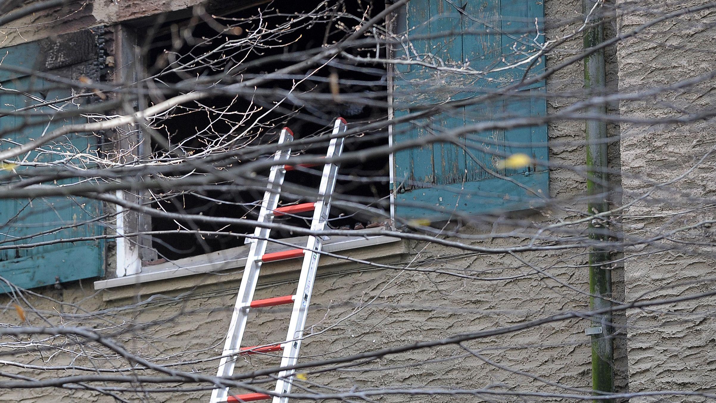 Ein Fenster zu dem eine Leiter führt