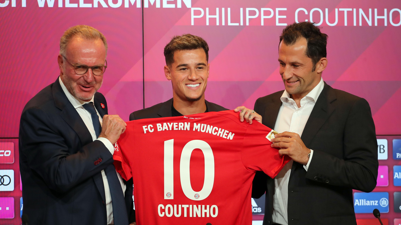 Vorstellung des FC-Bayern-Neuzugangs Philippe Coutinho mit dem Vorstandsvorsitzenden Karl-Heinz Rummenigge und Sportdirektor Hasan Salihamidzic