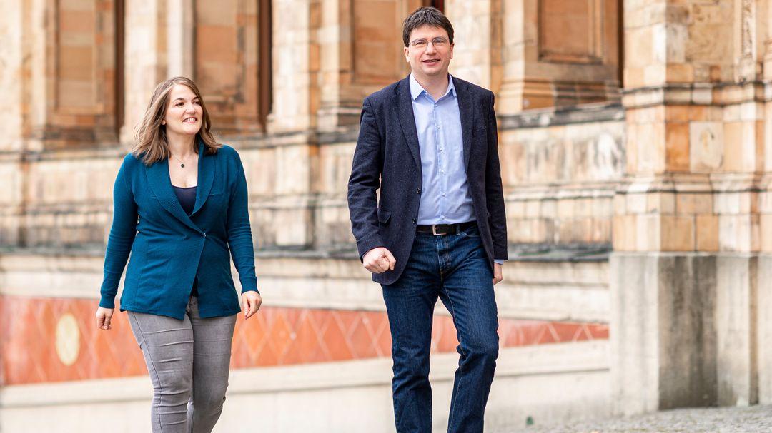 Mit einem deutlich offensiveren Politik-Stil wollen die SPD-Politiker Florian von Brunn und Ronja Endres als Doppelspitze den Niedergang der Sozialdemokratie in Bayern stoppen.