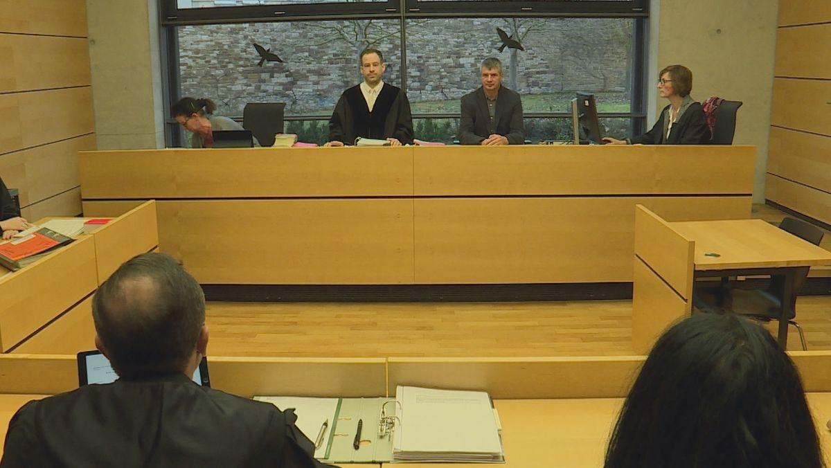 Prozess um einen tödlichen Autounfall bei Prichsenstadt am Amtsgericht Würzburg