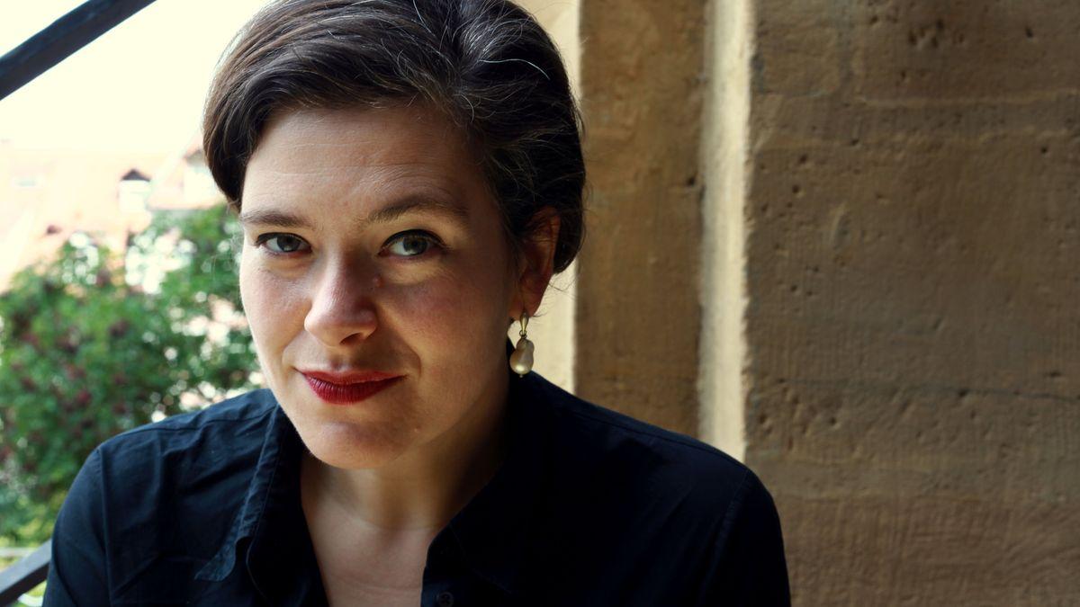 Die Lyrikerin Nora Gomringer, die in Bamberg lebt erhält die Carl-Zuckmeyer-Medaille von Rheinland Pfalz