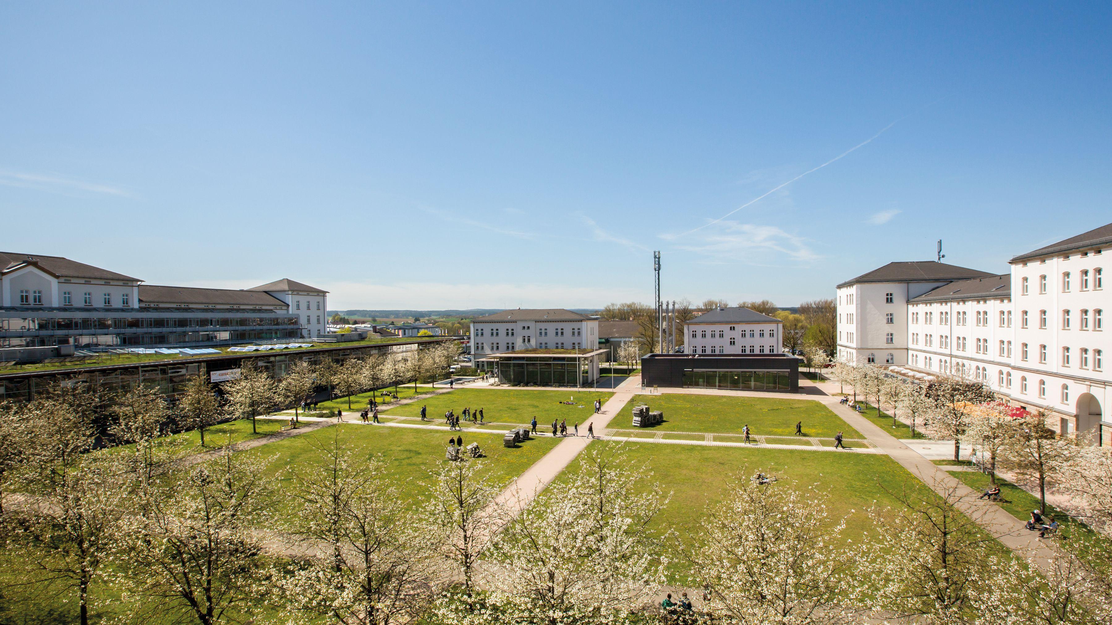 Am Campus in Amberg findet die Jubiläumsfeier statt.