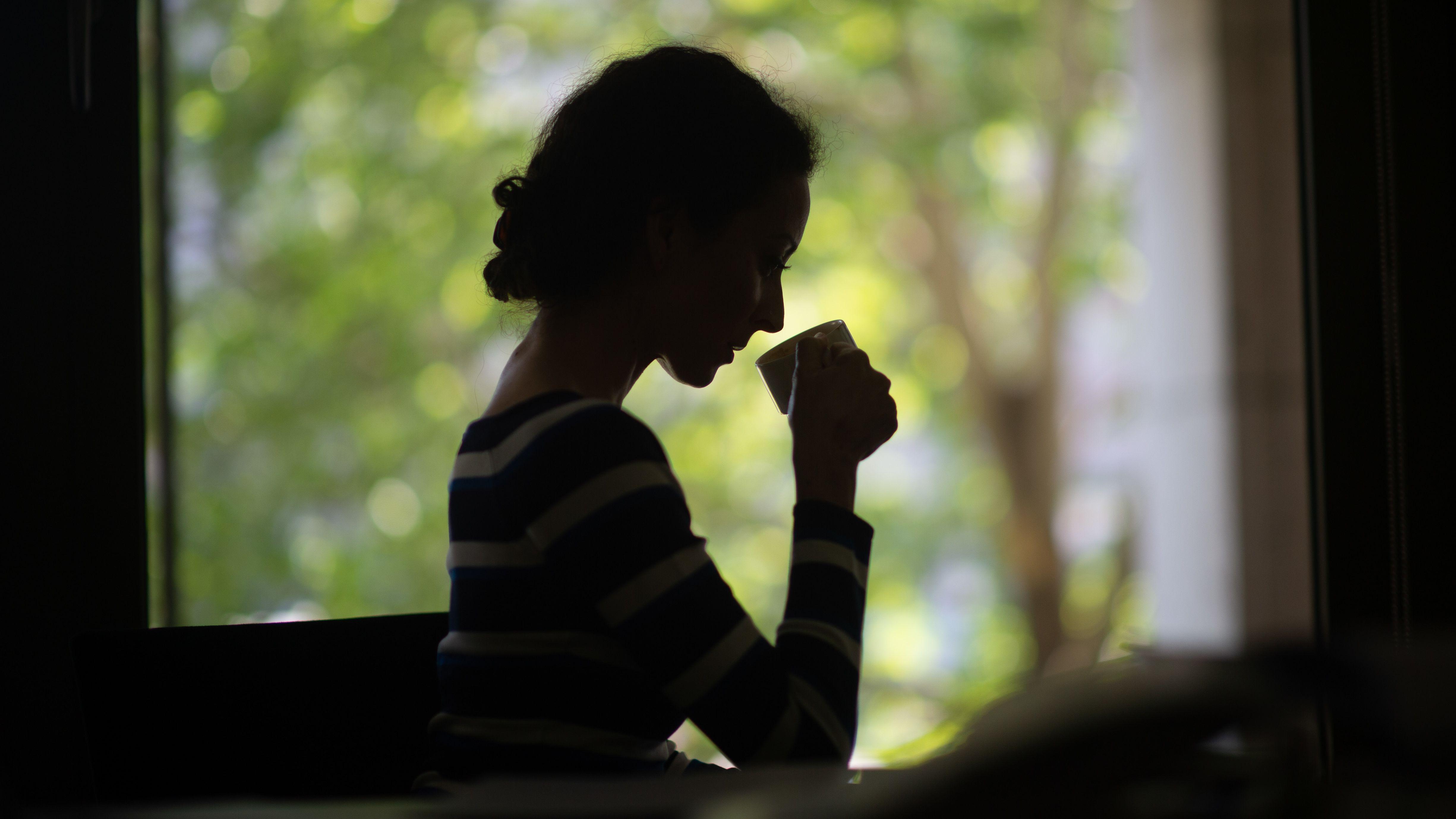 Frau bei meditativer Auszeit